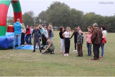 Школярі ЗОШ №5 змагались на надувній смузі перешкод