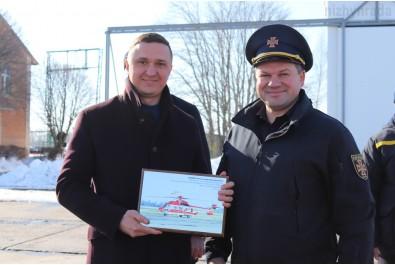 Олександр Кодола привітав трудовий колектив Ніжинського спеціалізованого авіаційного загону з 22 річницею створення САЗ ДСНС України в Ніжині